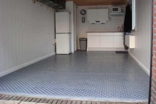Tegels Voor Garagevloer.Garagevloertegels Voor Het Eenvoudig Leggen Van Garagevloeren